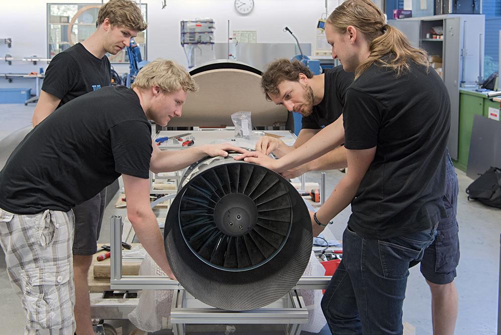 Studenten beim experimentieren