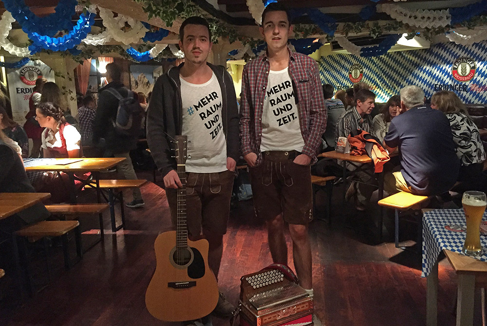 Timo und Tobi beim Auftritt in London